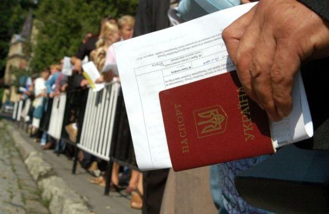 Більше половини трудових мігрантів з України їдуть у Польщу - дослідження