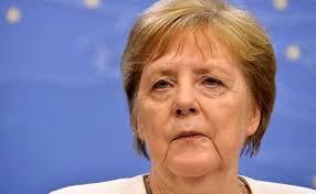 Меркель подтвердила введения запрета на собрание более двух человек