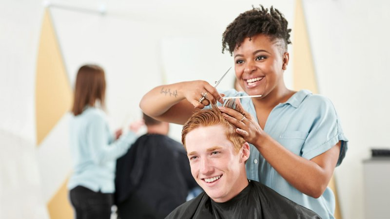 Чоловік попросив кохану підстригти його, але сильно пошкодував про це