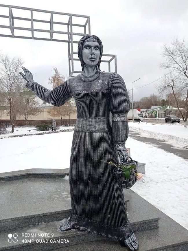 Нашелся покупатель на напугавший и рассмешивший всех российский памятник «Аленка»
