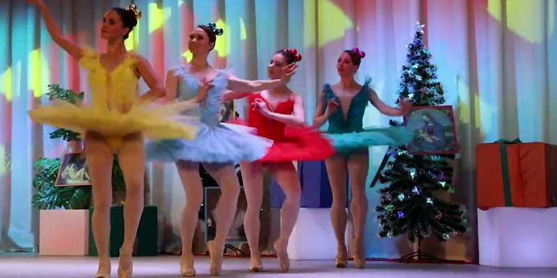 Потерялись во времени: российских врачей поздравили с 8 марта рождественским концертом