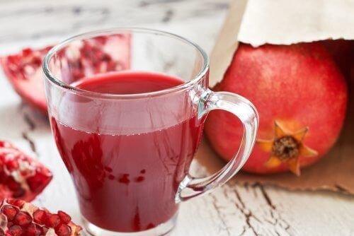 Гранатовый сок: повышает давление или понижает, можно ли ...