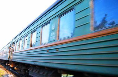 Теперь повестки вручают даже в поездах: видеофакт из поезда Киев-Ужгород (видео)