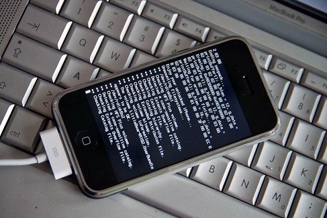 Дерзкая кибератака: у пользователей Apple украли данные банковских карт
