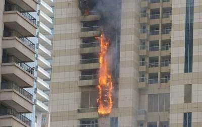 В Дубае загорелся еще один небоскреб