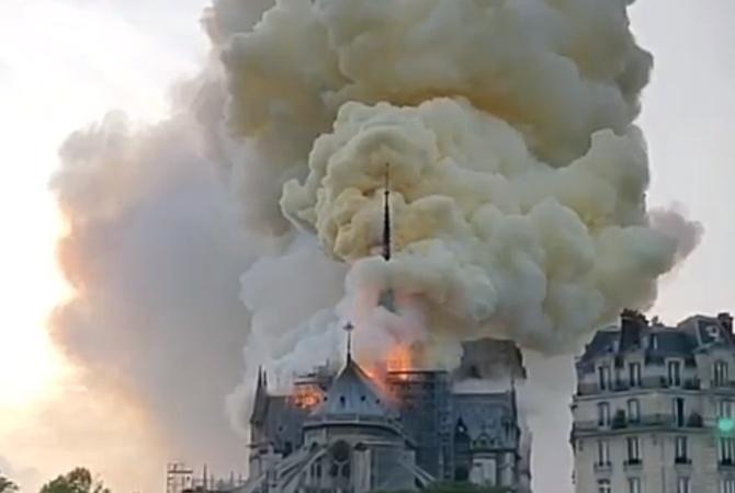Пожар века: В Париже горит Нотр-Дам де Пари